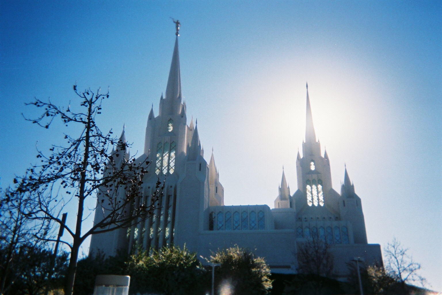 ca_feb_2004_sun_behind_mormon_temple.jpg
